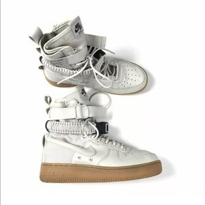 Nike Womens Special Field Air Force 1 High Sneaker